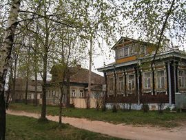 House with trees Myshkin.JPG