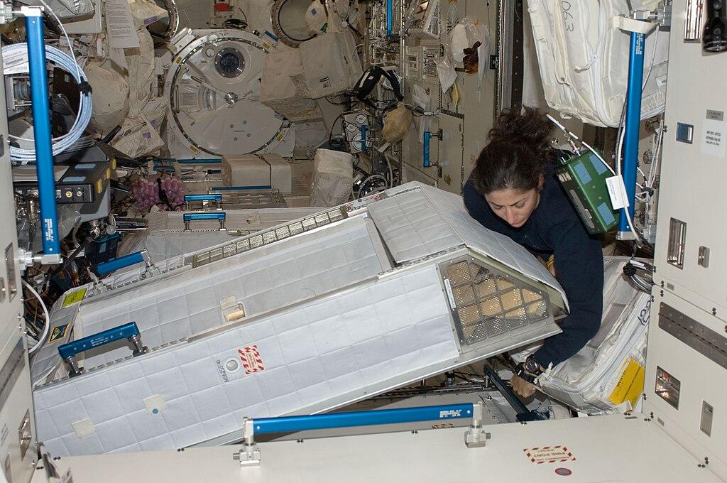 astronauts sleeping compartment - photo #5