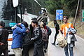 Immigranten beim Grenzübergang Wegscheid (23102813902).jpg