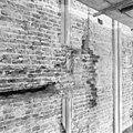 Interieur, noordwand met kettinganker - Goedereede - 20078977 - RCE.jpg