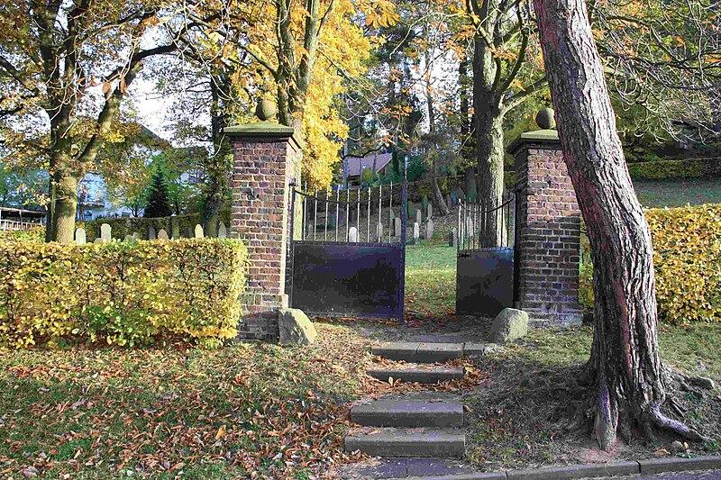 File:Jüdischer Friedhof Kommern 01.JPG