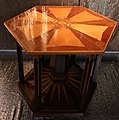 Jan kotera, mobili da interno per ferdinand tonder LLD, praga, 1902, tavolino grande.jpg