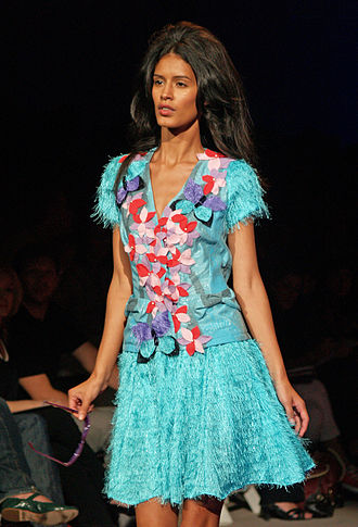 Jaslene Gonzalez - Gonzalez on the runway for Custo Barcelona Spring/Summer 09.