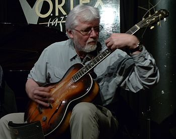 English: John Russell performing with Mopomoso...