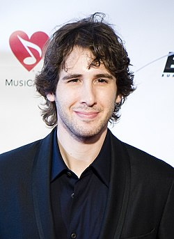 The 36-year old son of father Jack Groban and mother Lindy Groban, 184 cm tall Josh Groban in 2017 photo