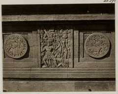 KITLV 28294 - Isidore van Kinsbergen - Relief with part of the Ramayana epic on the east side of Panataran, Kediri - 1867-02-1867-06.tif