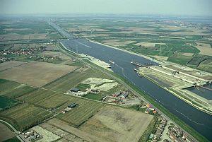 Kanaal door Zuid-Beveland.jpg