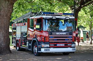 Bedfordshire Fire and Rescue Service - Image: Kempston fire engine 68