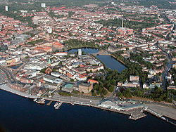 Mid-August 2003 aerial view of the city centre