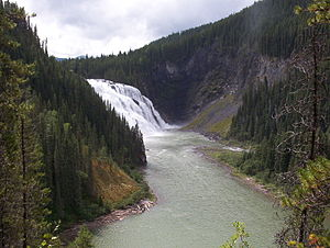 Monkman Provincial Park - Kinuseo Falls: A geological fault in the course of the Murray River forms a 60-metre cascade.