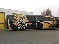 Bus della nazionale olandese con il simbolo del leone stilizzato