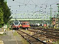 Komárom, nádraží, čekající vlaky.JPG