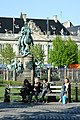 Kongens Nytorv - statue and bench.jpg