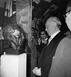 Konrad Adenauer - Feier zum 89. Geburtstag in der Beethovenhalle - Vor seiner Büste-kasf0020.JPG