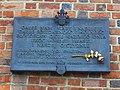 Kraków, wieża ratuszowa, tablica, upamiętniająca zasługi Jana Pawła II dla Krakowa i Polski.jpg