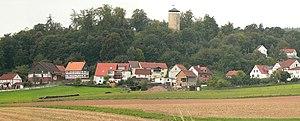 Oberurff-Schiffelborn mit Turm der Burg Löwenstein