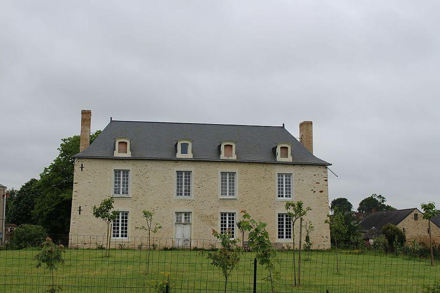 La Chapelle-Craonnaise, Mayenne Ce logis est situé devant la mairie et à coté de l'ancien presbytère