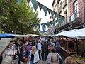 La calle durante el mercado medieval, Alcalá de Henares, Madrid, España, 2015.JPG