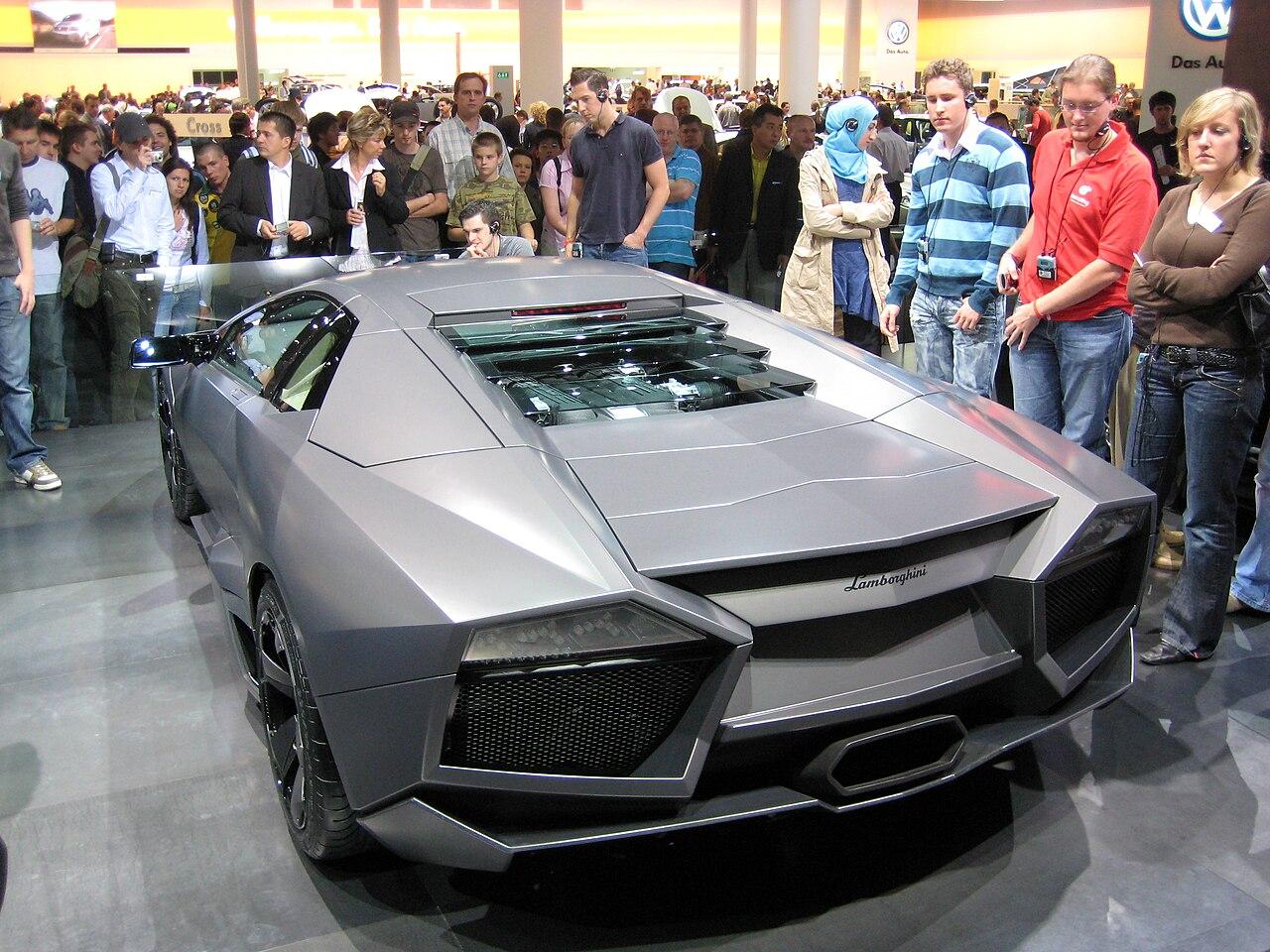 Lamborghini Reventón - vista de trás.