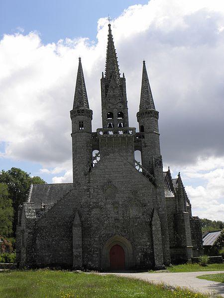 Façade occidentale de la chapelle saint-Fiacre du Faouët (56).
