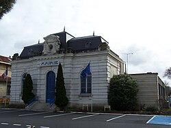 Le Porge Mairie.jpg