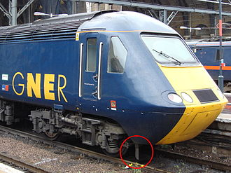 Pilot (locomotive) - Lifeguard (circled) on a UK HST powercar