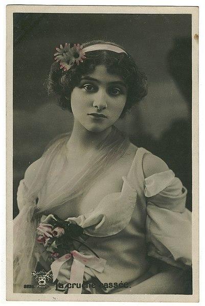 File:Lilian Greuze par Reutlinger.jpg