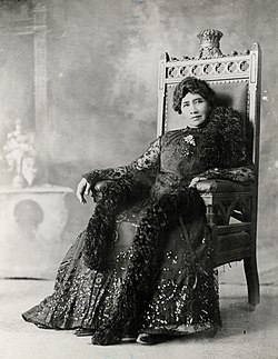 Liliuokalani sitting on chair, c. 1900 (PP-98-13-019).jpg