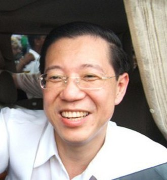 Lim Guan Eng - Lim arrives to give support for Anwar Ibrahim during the nomination day for Permatang Pauh by-election in 2008.