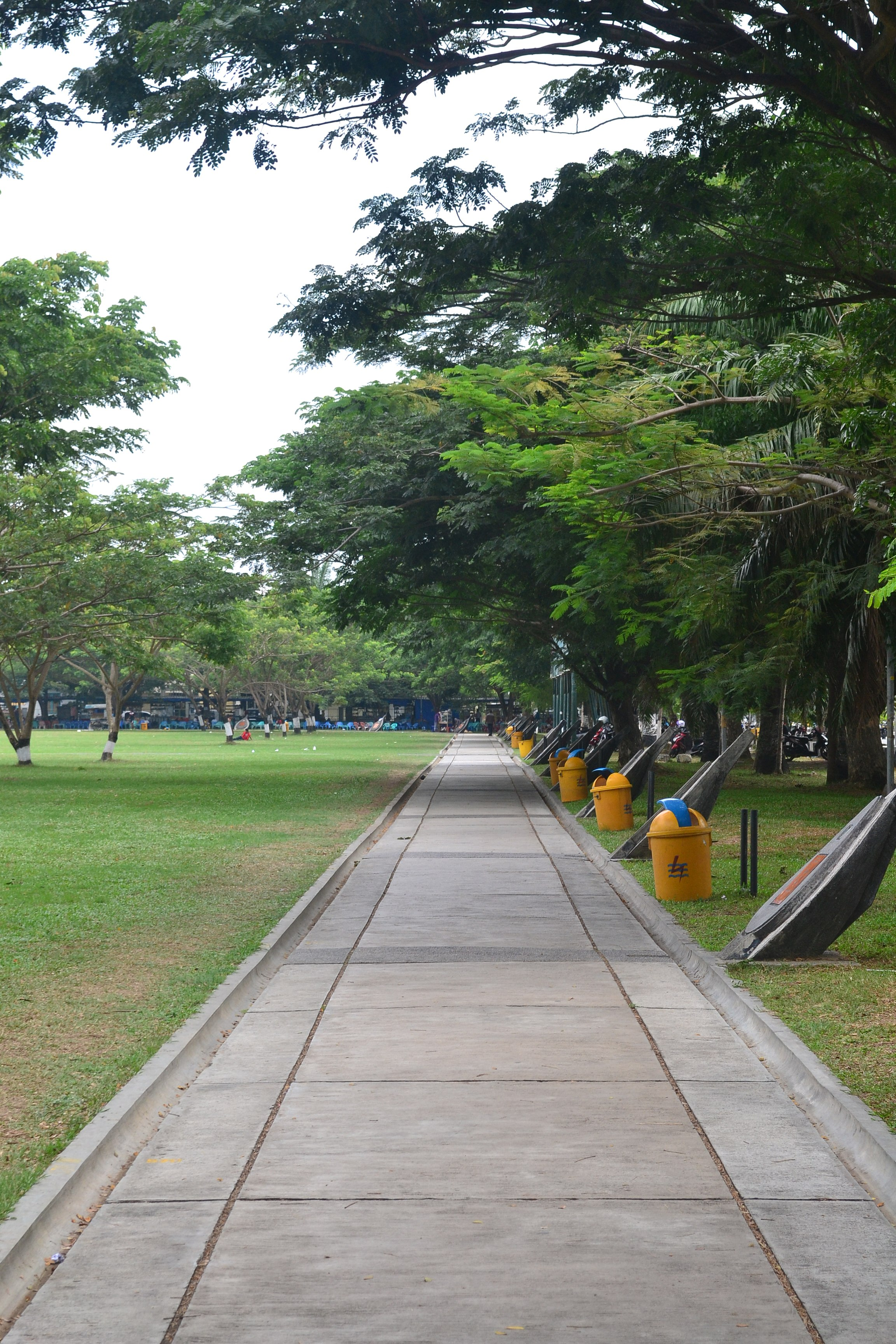 File Lintasan Lari Laun Di Lapangan Blang Padang Banda Aceh 2014 Jpg Wikimedia Commons