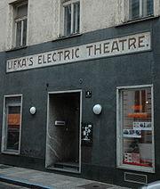 Der Schriftzug des ersten Linzer Kinos ziert noch heute das Gebäude.