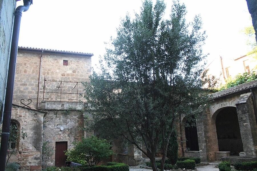 Lodève (Hérault) - cloître de la cathédrale Saint-Fulcran.
