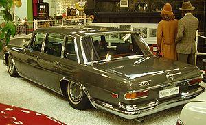 Mercedes-Benz 600 - 600 in Museum Sinsheim, sitting low until the air compressor re-supplies pressure to the suspension