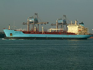 Maersk Bering IMO 9299422 at the Calland canal, Port of Rotterdam, Holland 04-May-2006.jpg