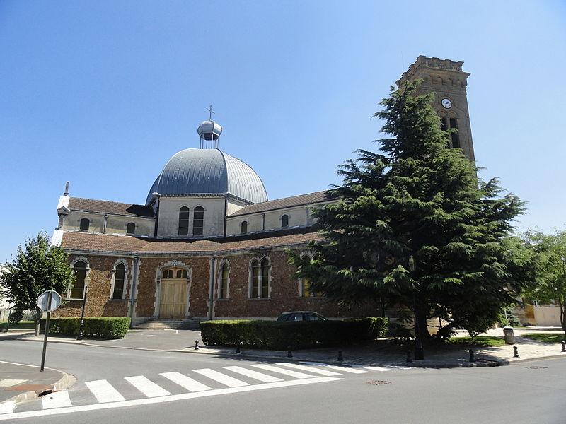 Vue de côté de l'église Sainte-Marie de Magenta (Marne).