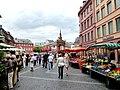 Mainz – Markt mit Renaissance-Brunnen - panoramio.jpg