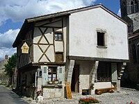 Maison à colombages de Charroux (03).JPG