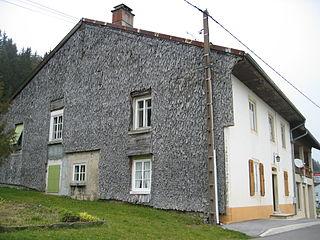 Maison typique du Jura 8.jpg