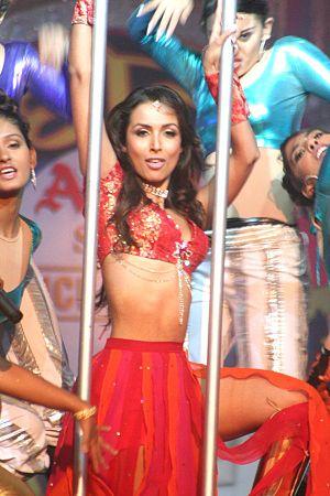 English: Aishwarya Majmudar wins the 'Amul Sta...