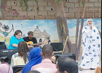Malouma - Mike Del Ferro and Malouma performing at the US embassy for students from the University of Nouakchott