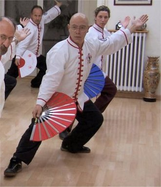 Tangzhuang - A class of western tai chi practitioners, clad in white tangzhuangs (2005)