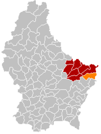 Map of Luxembourg with Mompach highlighted in orange, the district in dark grey, and the canton in dark red