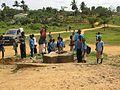 Mbonge-Enfants autour d'un puits.jpg
