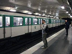 Villiers (Paris Métro) - Image: Metro Paris Ligne 2 station Villiers 02