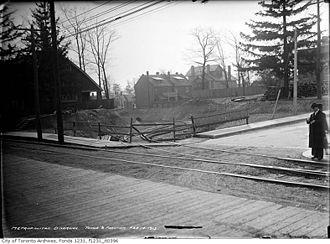 Metropolitan Street Railway (Toronto) - Image: Metropolitan diversion, Yonge Street south at Farnham Avenue