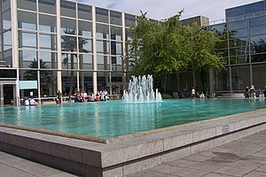 Central Milton Keynes Shopping Centre - Fountain in Queen's Court before 2009/10 redevelopment