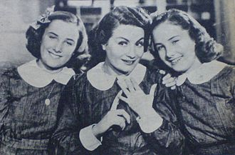 Niní Marshall - Niní Marshall joins Silvia and Mirtha Legrand in Educating Niní (1940).