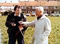 Monsieur Jacques Thomas, (à droite) organisateur du premier festival et compétition de boomerang en Europe à Amsterdam '80.jpg