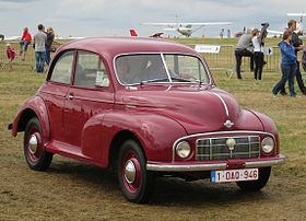 Morris Minor MM (low-lights) 1950 moving.JPG