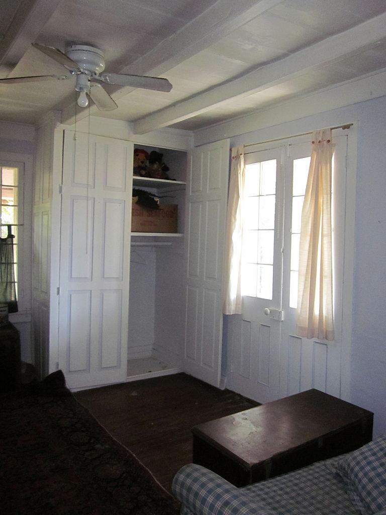 File:NMP 1780s House interior Bedroom 1 Closet.JPG ...